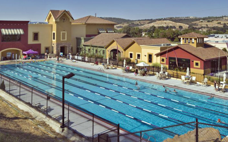 Paso Robles building exterior and pool